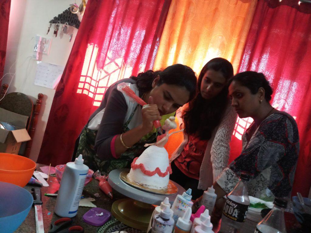 basic-cake-class-participants3.jpg