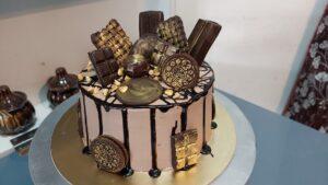 Read more about the article आकर्षक आणि सोपा चॉकलेट लोडेड टॉल केक बनवा चॉकलेट मोल्ड्स व गार्निशेस वापरून !