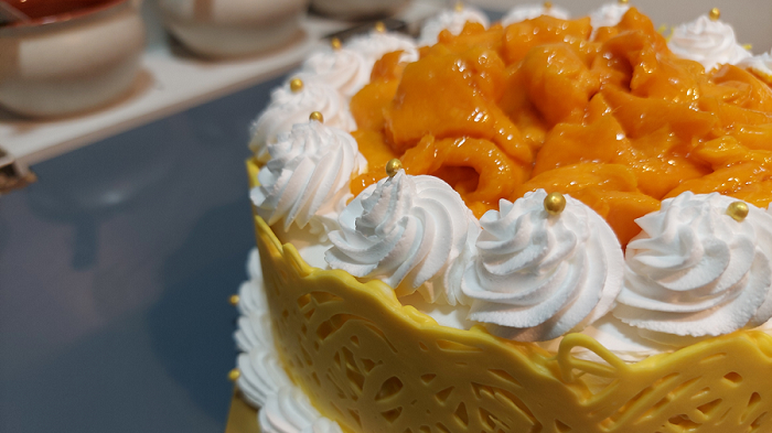Read more about the article चॉकलेट लेस वापरून बनवा सुंदर मँगो केक !
