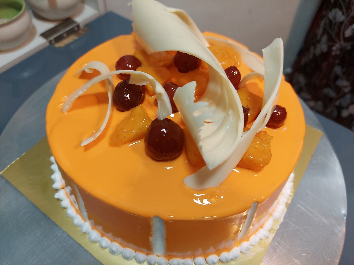 Read more about the article जेल कार्विंग आणि चॉकलेट गार्निशेशचा वापर करून बनवा मँगो ग्लेझ केक !