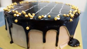 Read more about the article आकर्षक आणि सोपा चॉकलेट गनाश केक बनवा फक्त ५ घटक पदार्थांपासून !
