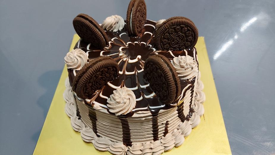 Read more about the article आकर्षक चॉकलेट केक बनवा ओरिओ बिस्किट्स वापरून !