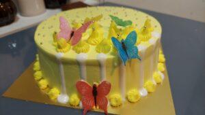Read more about the article सुंदर पाईनॅपल केक बनवा व्हॅनिला ग्लेझ आणि एडिबल बटरफ्लाय वापरून !