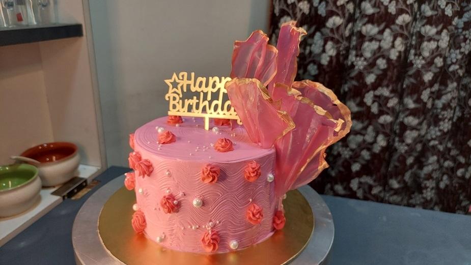 Read more about the article सुंदर व्हेरी बेरी टॉल केक बनवा राईस पेपर सेल्स वापरून !