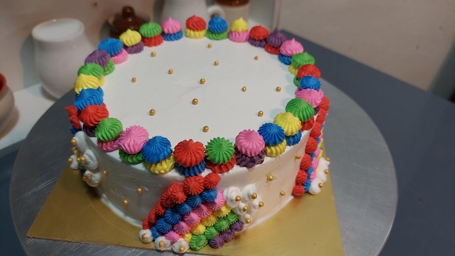 Read more about the article रेड वेलवेट केक बनवा सोप्या रेनबो थीम मध्ये !