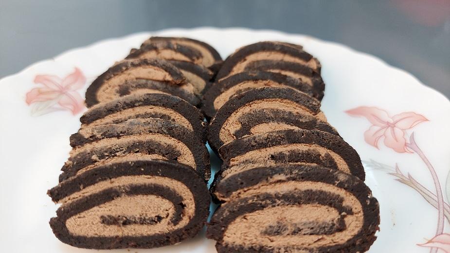 You are currently viewing चॉकलेट स्विस रोल बनवा शिल्लक राहिलेल्या स्पॉंज पासून !